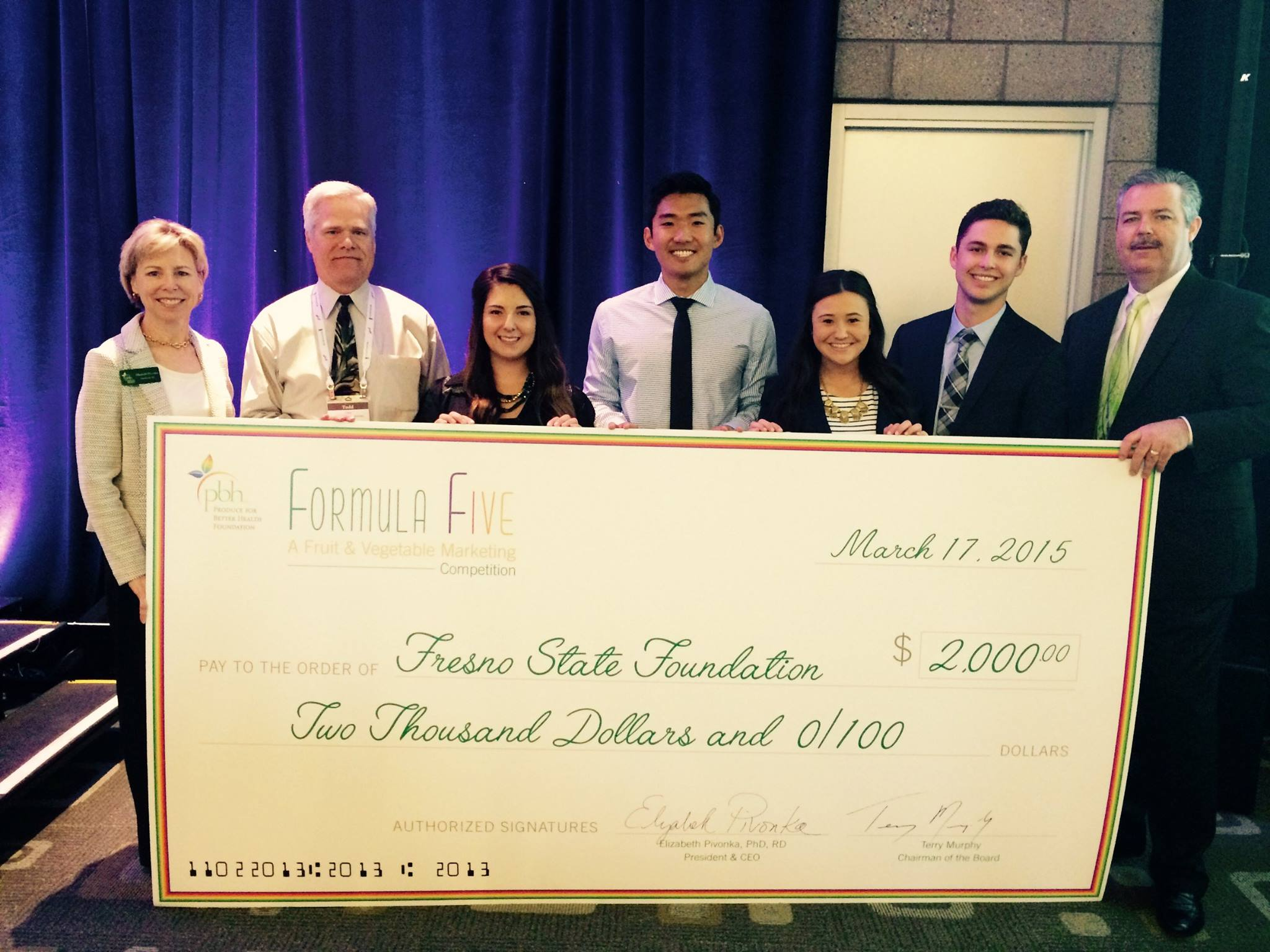 The Ag Business Club receives an award at the 2015 annual conference in Phoenix.